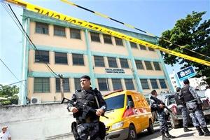 El ataque a tiros de un individuo contra estudiantes de una escuela pública de Río de Janeiro dejó hoy al menos once escolares muertos y otros 18 heridos, según el último balance oficial.