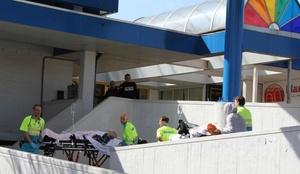 Una televisora holandesa indicó que el autor del tiroteo fue un hombre rubio de unos 25 años que empezó a disparar en el centro con la metralleta y después se quitó la vida con otra arma de fuego.