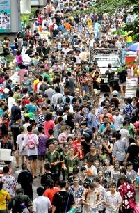 El Songkran es también un momento de reunión y renovación de vínculos familiares para los Tailandeses.