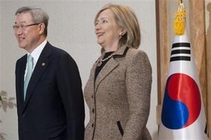 Clinton arribó a Corea del Sur después de dos días de reuniones con la Organización del Tratado del Atlántico Norte (OTAN) en Berlín.