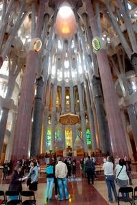 La sacristía quedó muy dañada, pero las llamas no afectaron ni a la estructura ni a la nave central de la monumental obra del arquitecto catalán Antoni Gaudí (1852-1926).