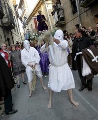 ESPAÑA. La autoflagelación de doce picaos, durante la celebración de la Semana Santa en España.
