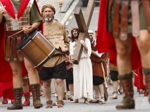 ESPAÑA. Un momento del Vía Crucis donde se representa la Pasión Viviente más antigua de Vizcaya.