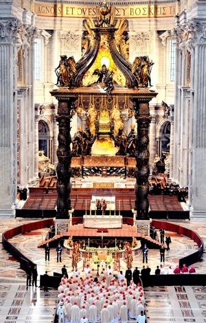 La policía, autoridades del gobierno y el Vaticano estimaron la cifra de los que asistieron a la misa en 1,5 millones. Apenas unos cientos de miles cabían en la Plaza de San Pedro y las calles aledañas.