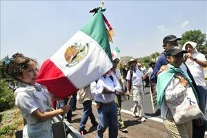 1,000 participantes partieron de la comunidad de Coajumulco y avanzaron a pie por la carretera que une Cuernavaca con la capital mexicana.