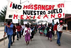Marcada por el silencio, con los pies cansados y portando fotos de los muertos, se hizo presente la marcha por la paz que encabeza en México, el poeta Javier Sicilia.
