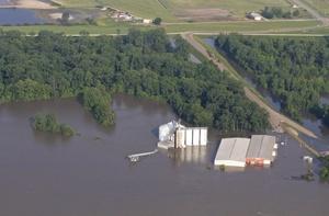 Los afluentes del río han llevado volúmenes inusuales de agua producto del deshielo en lugares más altos como Wisconsin y Ohio, y también debido a la fuerte temporada de lluvias, por lo que los expertos estiman que el nivel del río se normalizará hasta junio próximo.