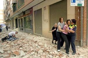 Este temblor de 5.2 grados de magnitud en la escala abierta de Richter, fue precedido de otro, de 4.4 grados, dos horas antes.