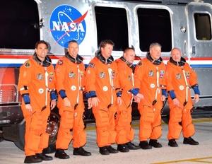 El transbordador Endeavour, con seis astronautas a bordo y varios equipos, despegó rumbo a la Estación Espacial Internacional (EEI), en la que será su vigésimo quinta y última misión al espacio.