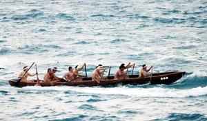 Las canoas van desde el centro ritual de Xcaret hacia la isla de Cozumel donde los antiguos realizaban la búsqueda del mensaje que emana del oráculo de Ixchel, Diosa lunar de las mareas y diluvios.