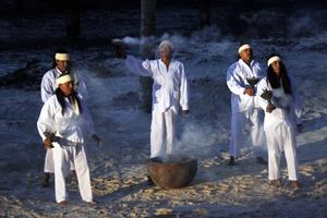 Con danzas, ceremonias y comercio, los mayas reúnen los elementos claves de la peregrinación de canoas