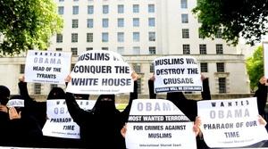 Musulmanes protestaron contra la visita del presidente estadounidense a Londres.