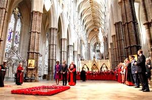 Obama depositó una corona de flores ante la Tumba del Soldado Desconocido en la abadía de Westminster.