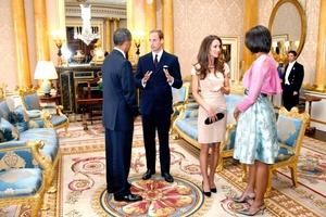 Los recién casados tuvieron un breve encuentro privado con los Obama antes de la ceremonia de arribo al palacio.