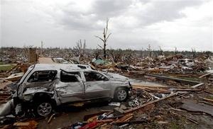 En Joplin, una parte del paisaje de la localidad quedó irreconocible. Casas en hileras fueron reducida a escombros, numerosos automóviles quedaron aplastados como latas de gaseosas y numerosos residentes.
