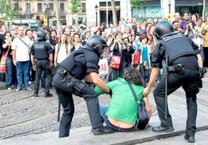 Desde el 15 de mayo pasado, una semana antes de las elecciones municipales y autonómicas de este país, miles de personas instalaron campamentos en las principales plazas de ciudades españolas para protestar contra la clase política, el desempleo y la crisis económica.