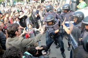 A más de 45 se elevó la cifra de heridos por la operación de desalojo de manifestantes del llamado movimiento 15-M, llevada a cabo por agentes de los Mosso´s D'esquadra (policía catalana) y la Guardia Urbana en Barcelona.