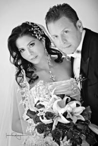 Rocío Iveth Pérez Sánchez y C.P. Carlos Gustavo Vázquez Rodríguez, el día de su unión matrimonial. <p> <i> Estudio Laura Grageda</i>    Estudio Laura Grageda
