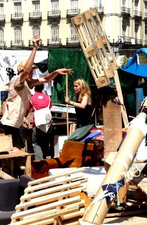 Las comisiones del campamento informaron que continuarán su trabajo mediante asambleas sectoriales semanales, muchas de ellas en calles o plazas cercanas a Sol.