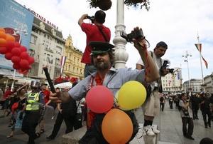 La diversidad y la tolerancia, la igualdad de todos ante la ley, y el principio de no discriminación por motivos de orientación sexual e identidad de género son los mensajes que los activistas LGBT llevaron a las calles de Budapest.