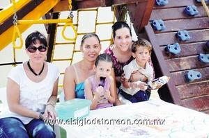 Estrella, Ana Cristina, Mariana, Mariana y Javier.
