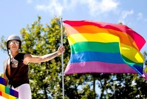 La marcha es una oportunidad para poner atención a la discriminación y violencia contra los gays, lesbianas, bisexuales y transexuales.