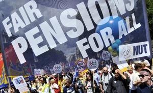 Maestros y empleados del gobierno iniciaron el jueves un paro general en Gran Bretaña para protestar contra los recortes en las pensiones.