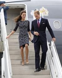 Su visita de nueve días al país es la primera gira oficial internacional de la pareja real británica.