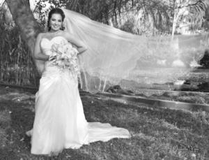 Angélica Valencia Favila, captada el día que unió su vida a la del Ing. Roberto Carlos Hernández Gutiérrez. <p> <Mishelle Vinú Fotografía</i>