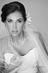 Gabriela  Martínez Morado, captada el día de su enlace matrimonial con Ramiro Escalera Orozco. <p> <i>Estudio Laura Grageda</i>