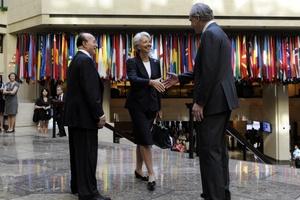 Lagarde, de 55 años, se reunirá hoy con los empleados del Fondo, a quienes ha prometido trabajar duro para superar el difícil momento por el que atraviesa el organismo tras la dimisión del ex director gerente Dominique Strauss-Kahn.