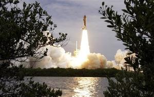 Una sola caminata espacial de seis horas y media está programada en la misión y entre sus objetivos están mover un paquete robótico experimental de recarga del Atlantis a la EEI y montar en el transbordador la bomba refrigerante de amoniaco que falló.  Una vez concluida la misión del Atlantis los viajes tripulados a la estación dependerán de las cápsulas rusas Soyuz a un costo de 50 millones de dolares por viajero.