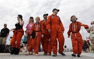 La tripulación de esta histórica misión la componen el comandante Chris Ferguson; el piloto Dough Hurley; Sandra Magnus, ingeniera, que ha participado en tres misiones; y Rex Walheim, coronel retirado de las Fuerzas Aéreas.