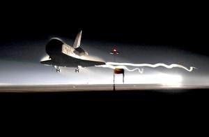 El Atlantis volvió a la Tierra, con sus cuatro tripulantes a bordo, tras una exitosa misión de 13 días.