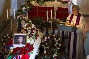 La ciudadanía noruega recordó con emoción y entereza su viernes más trágico.