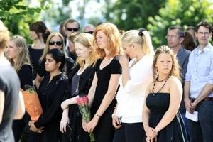 Un fanático anti Islam colocó una bomba en el centro de Oslo que mató a 8 personas y luego mató a tiros a 68 personas en un campamento de verano para jóvenes del Partido Laborista.