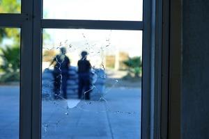Tras la agresión, no resultaron personas lesionadas, sólo daños materiales.