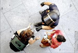 El Sindicato Unificado de Policía (SUP), mayoritario en la Policía española, pidió al Gobierno que no inicie una disputa con el Movimiento 15-M convirtiendo la Puerta del Sol en un símbolo de los indignados y apostó por el término medio de dejar libre acceso a la plaza pero no permitir que se instalen tiendas de campaña.