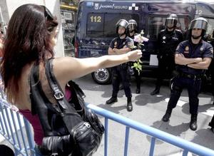El movimiento 15-M, que surgió el 15 de mayo pasado, fue la semilla de una serie de marchas y acampadas en muchas ciudades y pueblos de España, protagonizadas por personas, la mayoría jóvenes, que protestan contra el estado actual de las cosas.