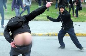 La Policía desplegó centenares de efectivos que abortaron cada intento de los estudiantes.