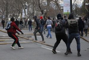 Los estudiantes, que llevan más de dos meses movilizados, convocaron las marchas mientras esperan respondera una propuesta gubernamental de 21 medidas.