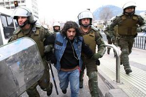 La Policía detuvo a 133 jóvenes en Santiago.