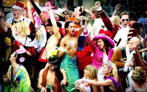 A bordo iban, homosexuales y lesbianas que bailaban con entusiasmo.