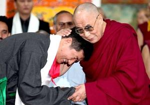 La asunción de Sangay como líder político tibetano se produce después de que el dalai lama anunciara el pasado marzo su decisión de desligarse de las cuestiones políticas para centrarse en su rol como líder espiritual del budismo.