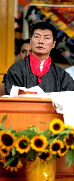 Reuniremos a nuestra pueblo y restauraremos la libertad en Tíbet, proclamó Sangay en inglés durante su discurso, tras jurar el cargo.