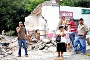 La presidenta del DIF nacional, Margarita Zavala, visitó a la menor que sobrevivió al accidente registrado en el municipio de Aramberri.