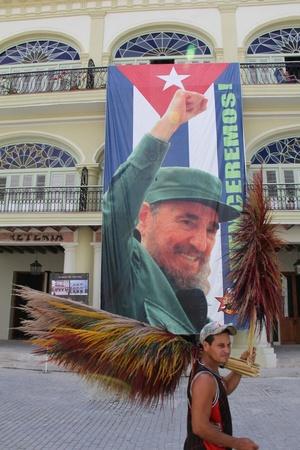Fidel con su hermano Raúl, el argentino Ernesto Guevara y otros supervivientes, comenzaron la guerra de guerrillas.