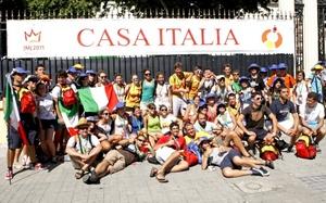 Los peregrinos de Italia son los más numerosos, ya que son las banderas de este país las que más se pueden ver ondulando por las calles.