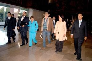 Javier Sicilia y ocho dirigentes más del Movimiento por la Paz con Justicia y Dignidad iniciaron una reunión de trabajo en el Palacio Legislativo de San Lázaro.
