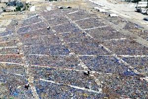 Cientos de miles de personas marcharon por las calles de Madrid hacia el aeródromo de Cuatro Vientos, donde el Papa Benedicto XVI presidirá una vigilia de oración en el marco de la Jornada Mundial de la Juventud (JMJ).